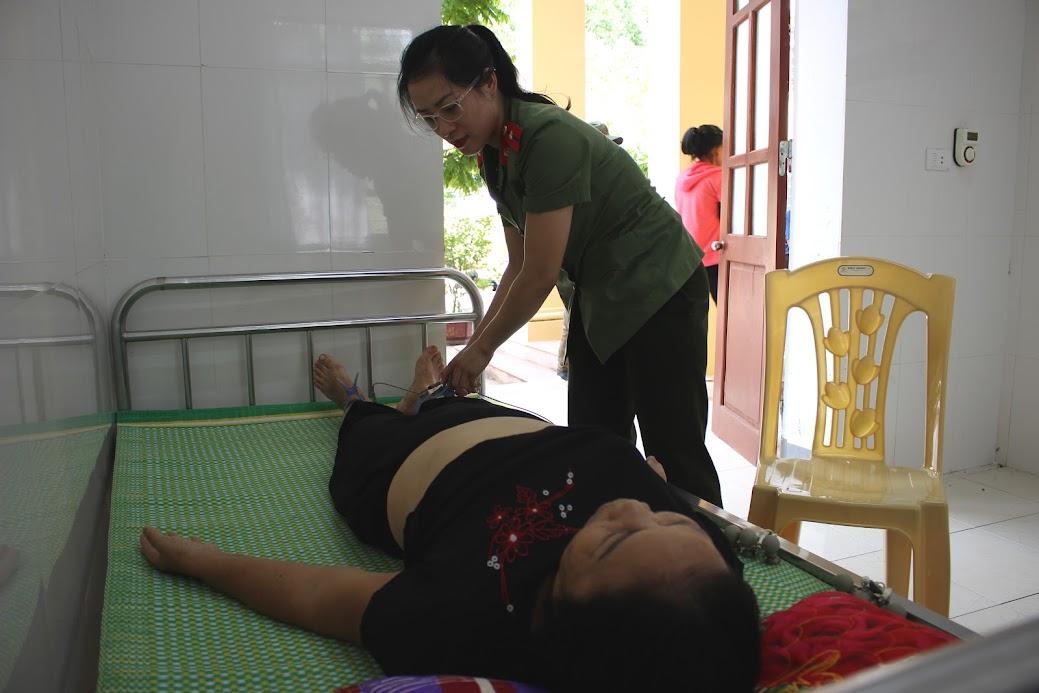 Thăm, khám miễn phí cho bà con, nhân dân xã Kim Liên