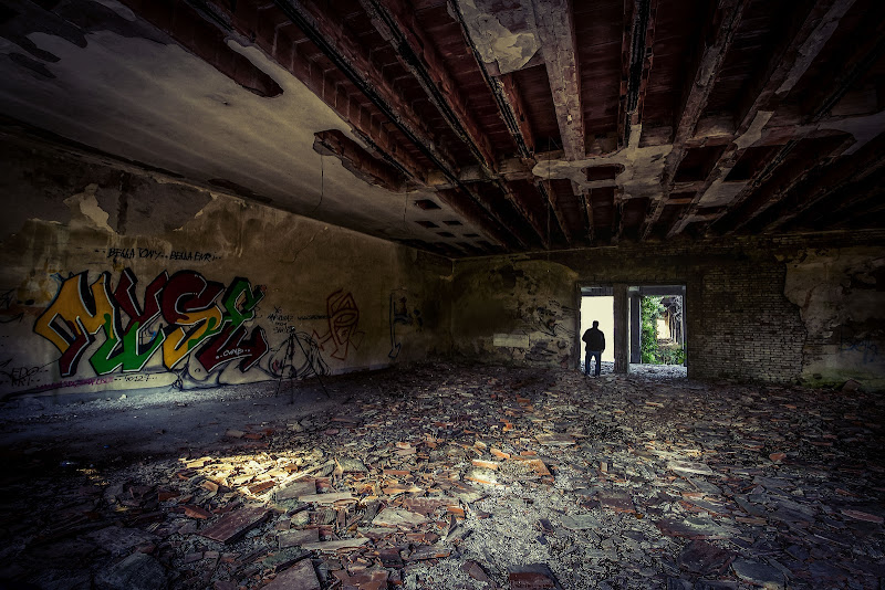 urbex in the light  di massimo bertozzi