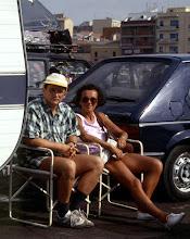 Photo: luglio 1990 Porto Torres: seduti vicino alla nostra roulotte in attesa dell'imbarco per il ritorno