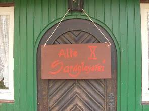 """Photo: Das Tavernenschild - und das """"X"""" ist keine Ziffer, sondern eine Zeituhr."""