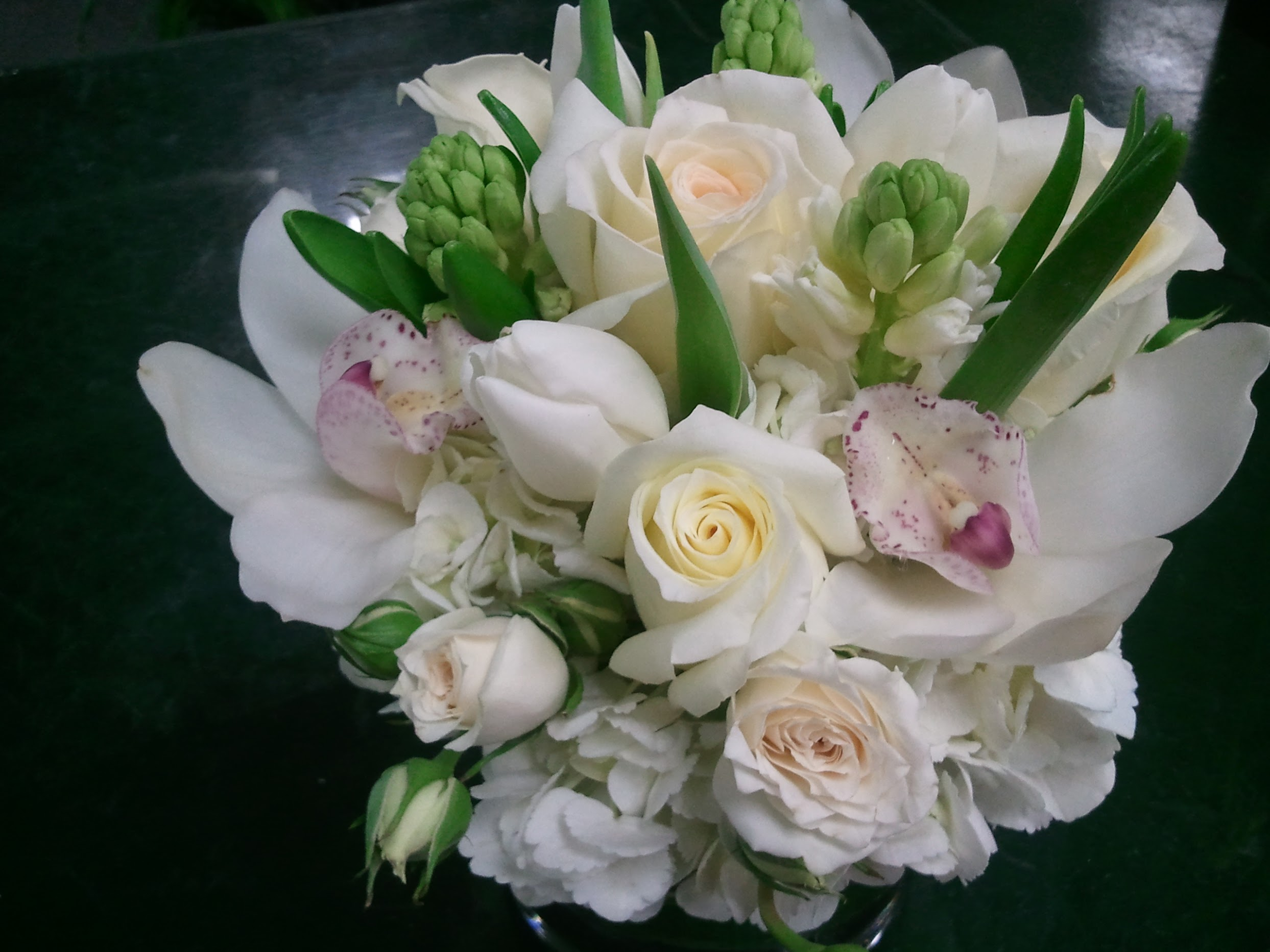 Mothers day arrangement white