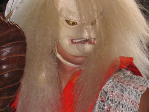 Photo: 迫力あるキツネの面と衣装