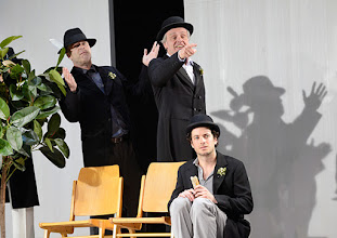 Photo: Wien/ Theater in der Josefstadt: KAFKA - EIN PROJEKT VON ELMAR GOERDEN. Premiere 25.4.2015. Regie: Elmar Goerden. Peter Kremer, Toni Slama, Alexander Absenger. Foto: Barbara Zeininger