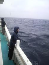 Photo: 雨の中、がんばって振り続けて・・・。 そして、野田さんに「出たっ!」 「ヒット!」がんばれー!