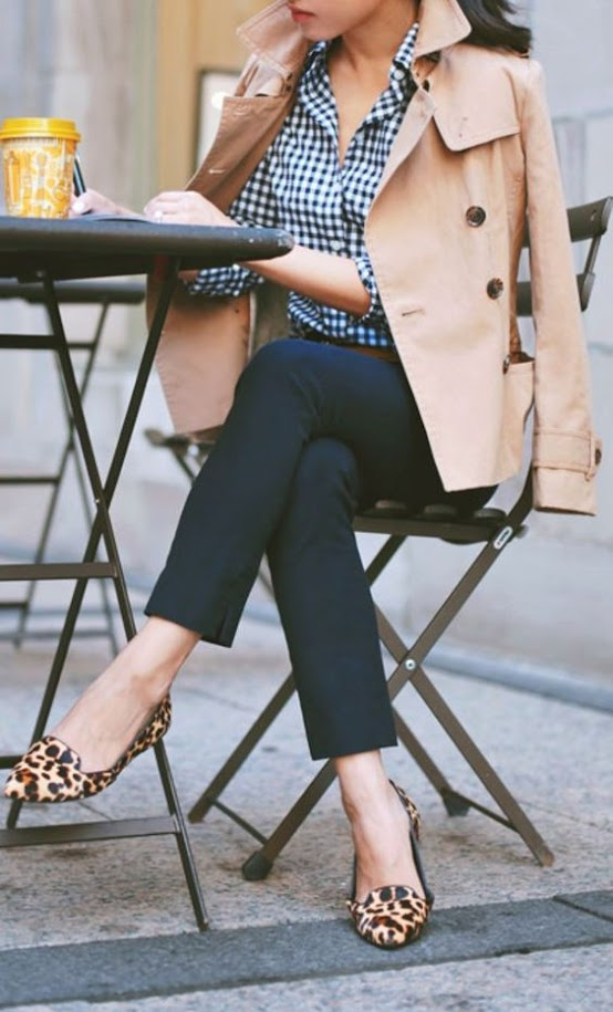 Chic outfit idea with neutral trench coat, plaid blouse and navy pants for Warm Spring women