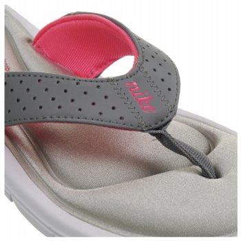 Photo: www.famousfootwear.com/Shopping/ProductDetails.aspx?p=93117&pg=1026130&partnerid=g_buyerpick