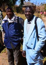 Photo: Mlapile a Tosi, bývalý s současný starší sboru Kubidula.