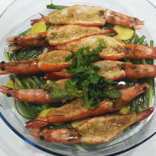 Steamed Prawns with Garlic (蒜茸蒸虾).