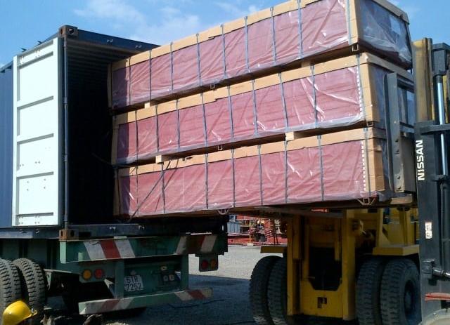 Nhân viên tại Vận Tải Miền Trung sẽ đóng hàng và vận chuyển đi Phú Yên an toàn nhất