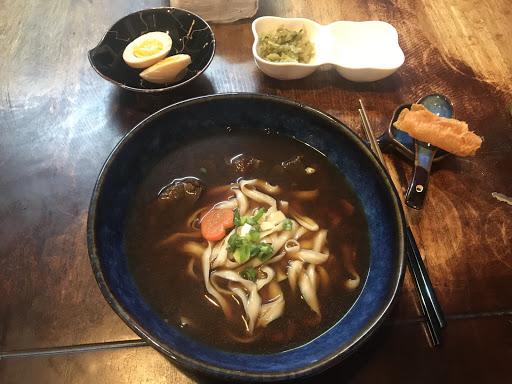牛肉燉煮的非常成功,湯頭和麵條也很棒