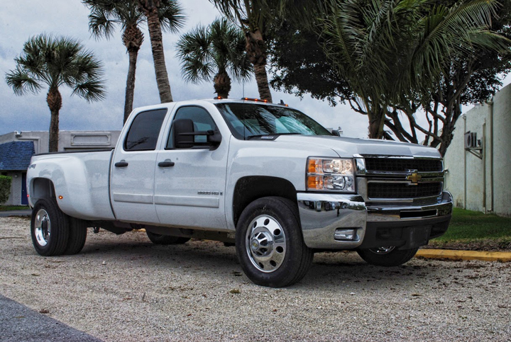 Photo: 2008 CHEVY/GMC 3500 19.5x6.75 CLASSIC DIRECT BOLT-ON 225/70-19.5 All Position Tires Stock Suspension