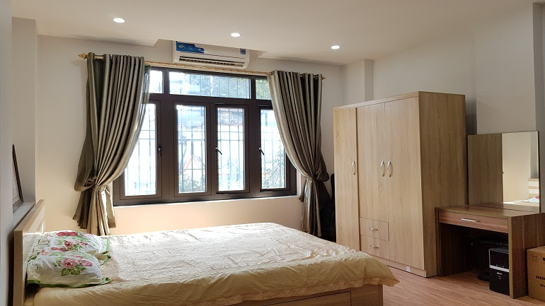 Brand – new budget studio apartment in Hoang Hoa Tham street, Ba Dinh district for rent