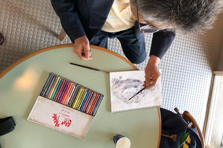 色つけをする綾部先生