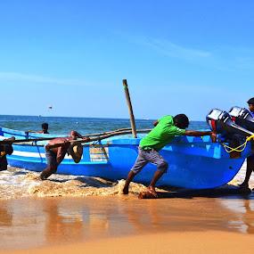 MEN AT WORK by Siddhartha Chitranshi - Transportation Boats ( goa, sea, india )