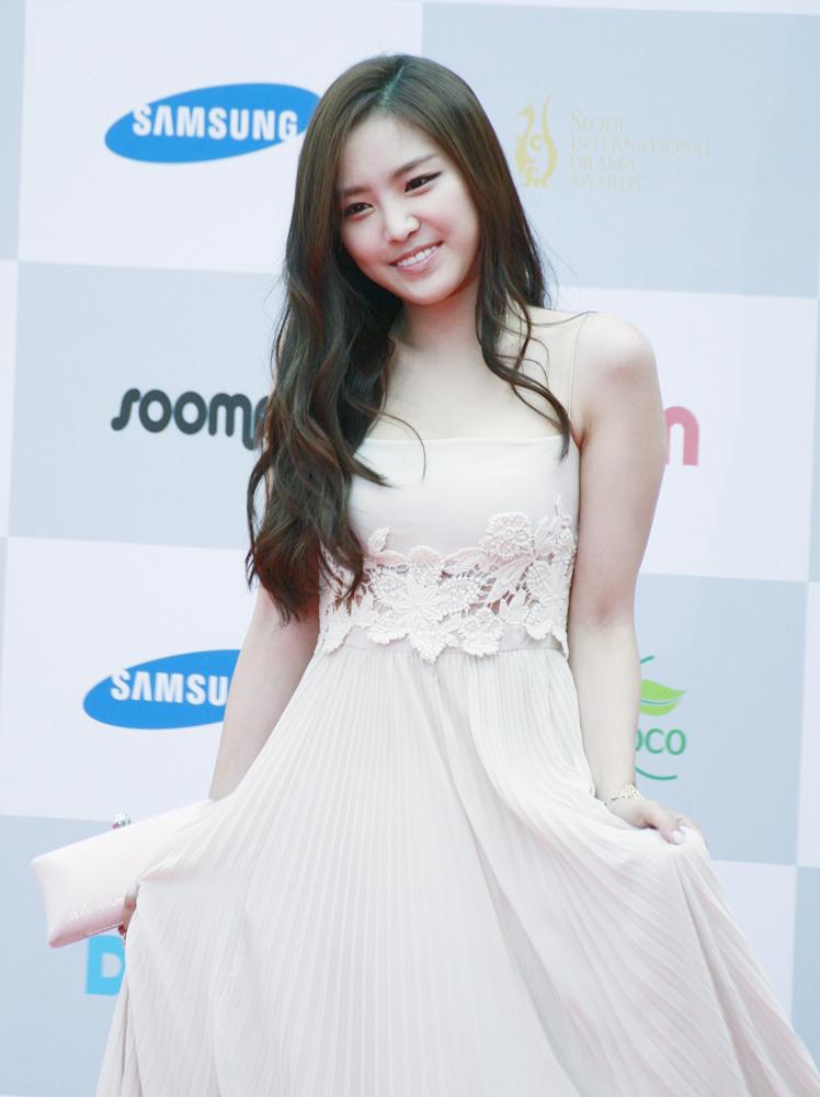 naeun gown 11