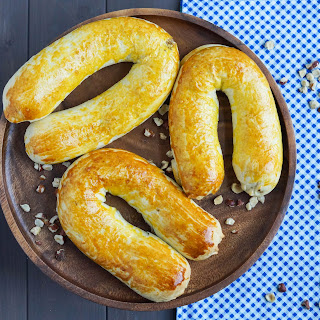 Meitschibei (Swiss Hazelnut Horseshoe Pastries) Recipe