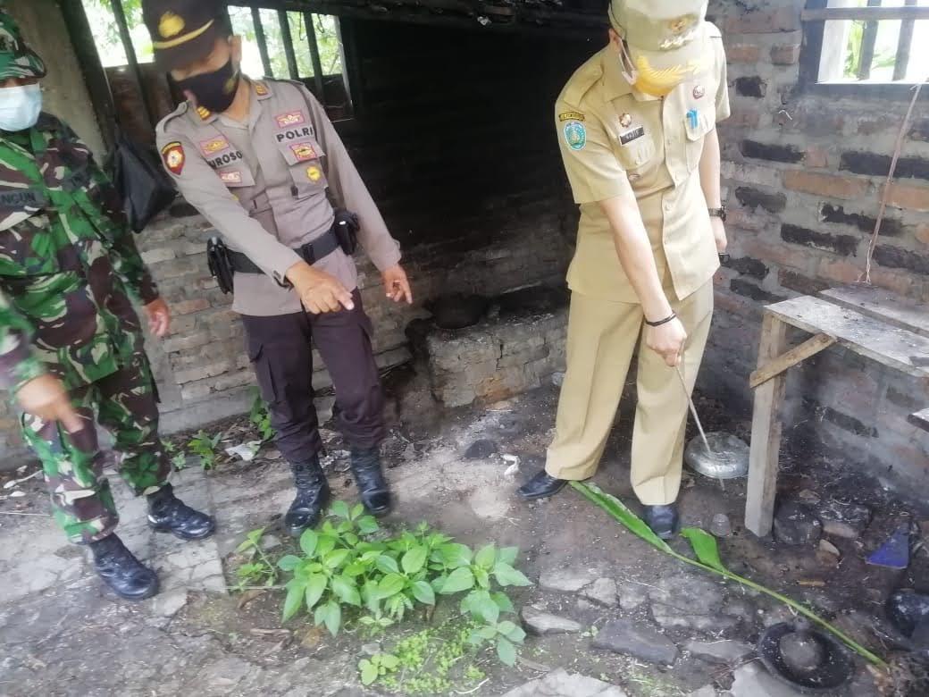 Kuatir Keselamatan Warga TNI-Polri Bersama Forpimka Ngrayun Cek Tanah Bergerak Di Desa Baosan Lor