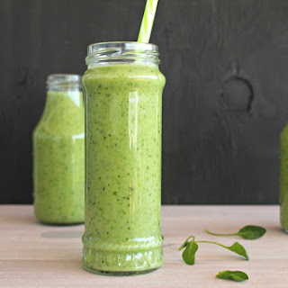 5 Minute Spinach Apple Green Smoothie.