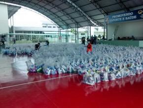 Kits de higiene estão sendo distribuídos as vítimas da cheia.