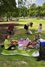 Photo: San Diego - Balboa Park - Picnic on the lawn