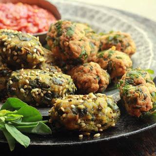 Methi Muthiya (Wheat Flour And Fenugreek Dumplings).