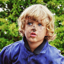 Grubby by Sue Bernhard - Smith - Babies & Children Child Portraits ( dirty, close up, boy, male, child, grubby,  )