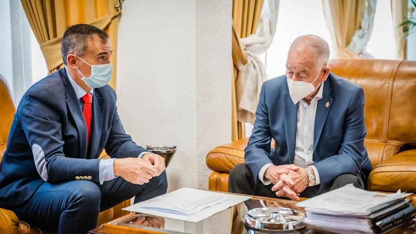 Gabriel Amat y Antonio Jiménez, durante la reunión mantenida esta semana.