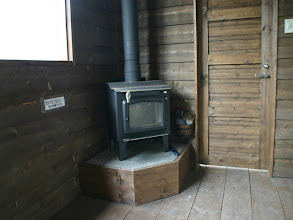 Photo: 入り口横に暖炉があります。