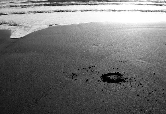 Footprint on the sand.. di PhotoBySaraPesucci