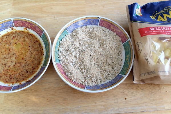 Egg wash with southwest seasonings and panko crumbs in two bowls.