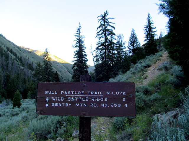 Sign at the beginning of the trail