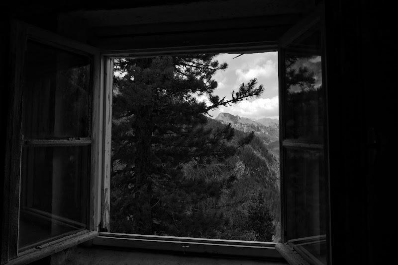 dalla finestra di un rifugio abbandonato di ELB