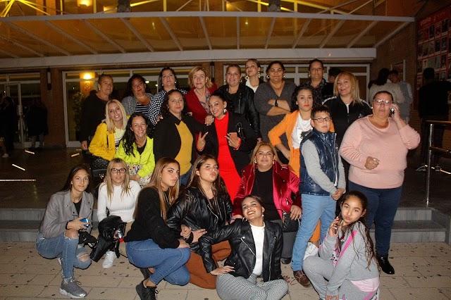 Camelamos Nakerar, Asociación de madres y mujeres de la Escuela Infantil Municipal de los Almendros junto a la concejala Paola Laynez.