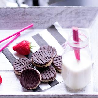 Raw Chocolate Cream Cookies