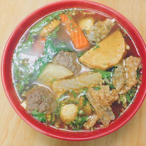 來自越南的一對夫妻開的小店,生意很好超容易爆滿,囗味和用料都很不錯! 炸春捲是用芋頭餡,現炸很酥,好吃又道地的越南日常,重點是素食料理和越南菜結合,十分特別💚  蔬/素食類別:純素