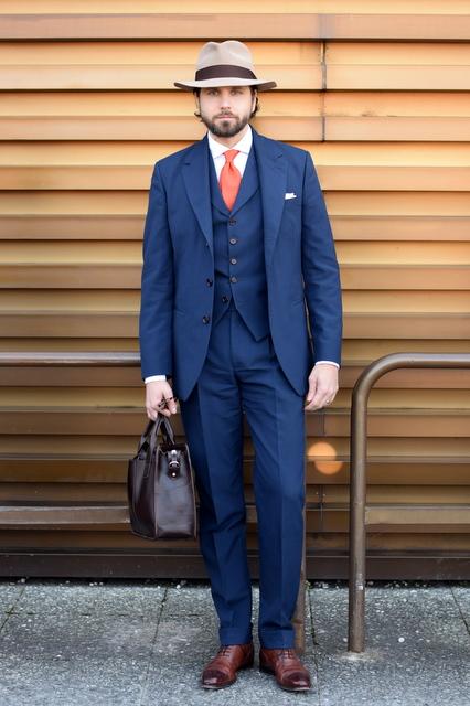 Blåt_jakkesæt_af_Torsten_Grunwald.JPG