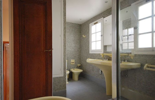 quai de seine apartment bathroom