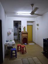 Photo: Notre appart à Air Itam (notez l'autel à Guan Yu au fond)