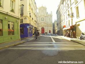 Photo: -Jouez à l'aventurier et perdez-vous dans les toutes petites rues de Paris - e-guide de balade à vélo dans Paris de Notre-Dame à Bercy-Village