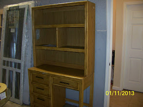 Photo: Desk w/ Hutch $75