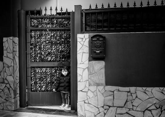 Sulla porta di casa... di ValentinaGiuca