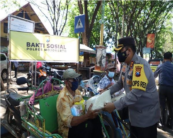 Di Massa Pandemi,Polres Mojokerto Tingkatkan Kepedulian Dengan Gelar Bakti Sosial