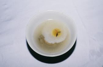 Photo: 11170 揚州/西園飯店/料理/月宮鮑魚/鳩の卵で満月を表し、碗の底に鮑をしのばせたスープ
