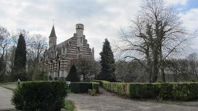 Photo: Het tuinpaviljoen (orangerie) van Meldert dient nu als turnzaal en polyvalente zaal voor het Sint-Janscollege