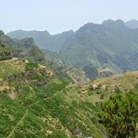 panorama vanaf de bergpas. Madeira in juli heeft heerlijk weer.