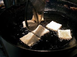 Photo: frying dried rice squares