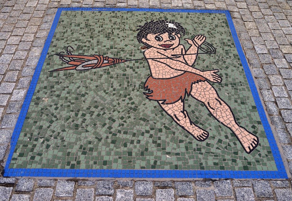サンオーレそではまのタイルアート(エビを釣った少年?)