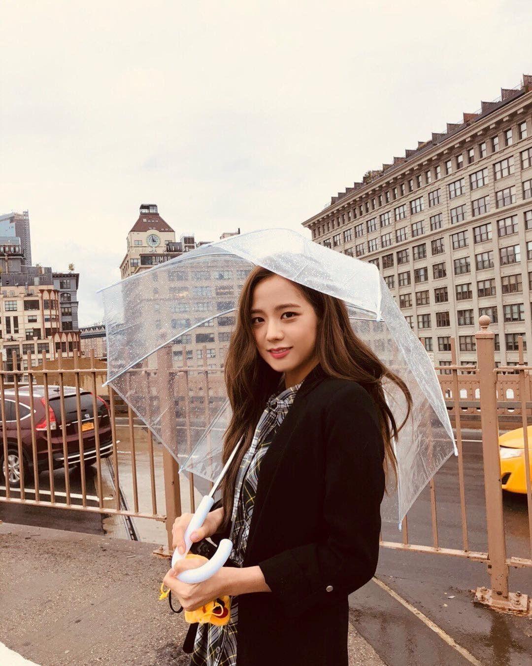 jisoo umbrella