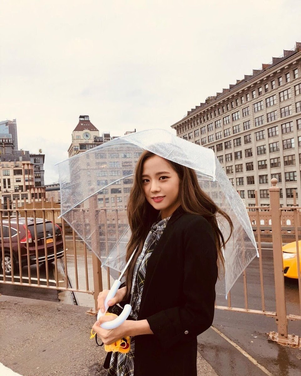 jisoo umbrella