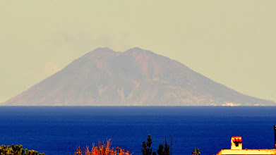 Photo: Il Vulcano Stromboli visto da Zambrone